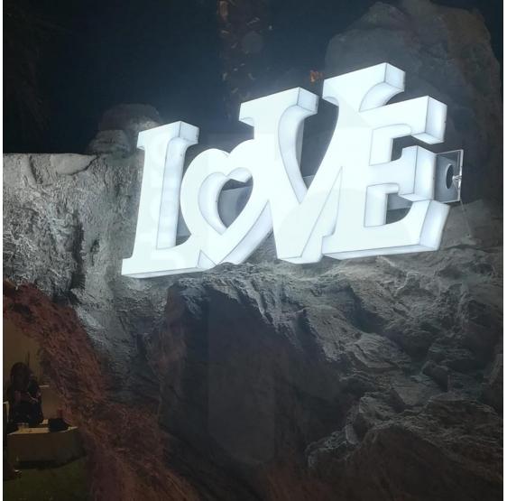 Love scritta luminosa led in plexiglass opalino satinato