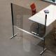 Pannello divisorio rialzato in plexiglass e alluminio