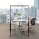 Pannello divisorio in plexiglass e alluminio con rotelle
